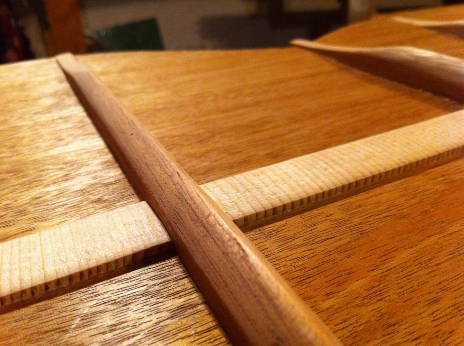 Gitarrbygge: Formade ribbor på baksidan